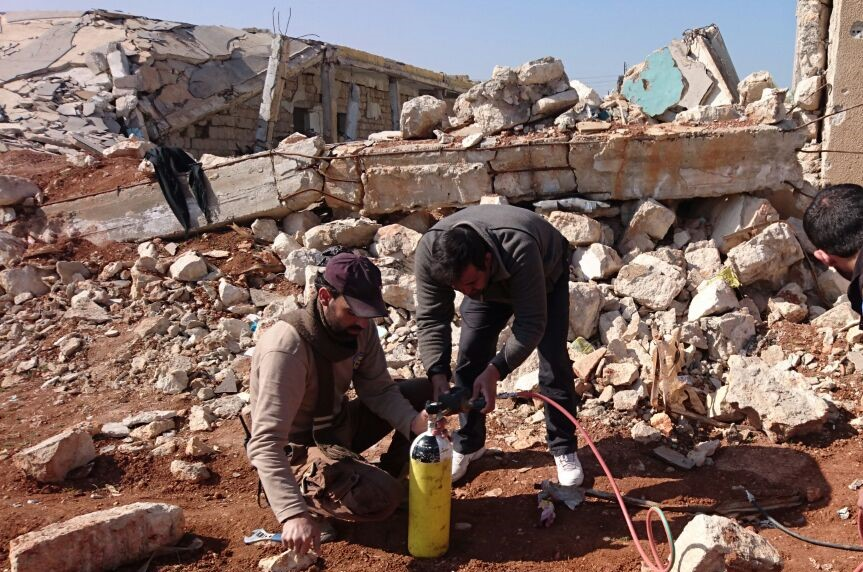 Field Ready testing rescue equipment in Syria